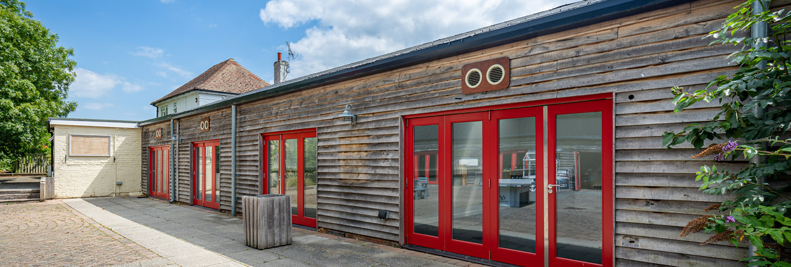 Commercial business units available for rent at Brogdale Farm